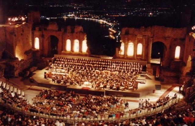 teatro-greco-taormina-notturna